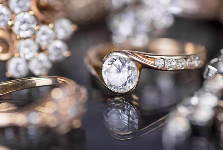 surové diamanty